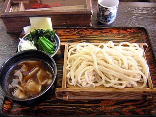 もりうどん560円+肉汁180円