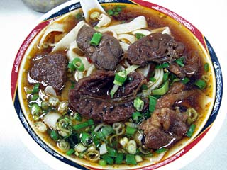牛肉麺(小)90元=約325円
