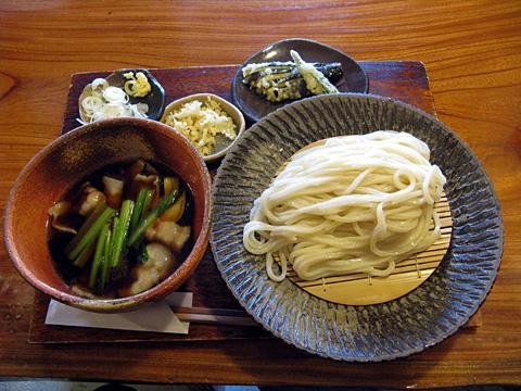 武蔵野うどん730円+オクラ天50円+茄子天50円