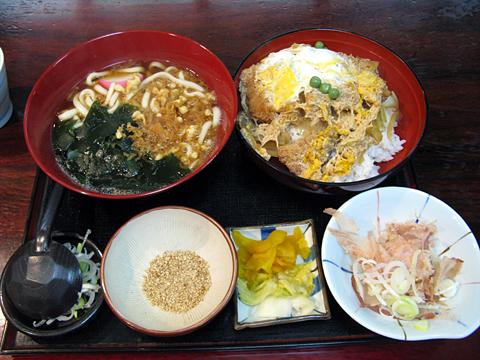 カツ丼とうどん930円
