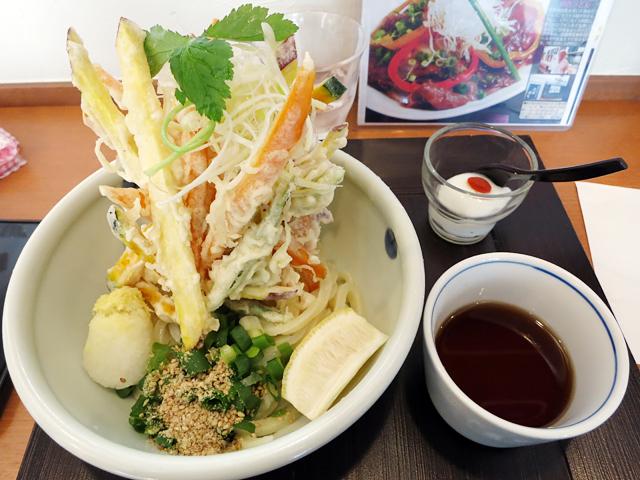 彩り4種野菜のかき揚げぶっかけ(温)780円