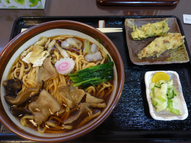 肉入り人参うどん(中)750円
