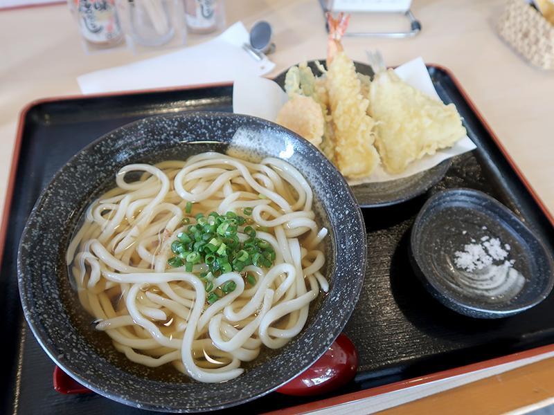 天ぷら盛り合わせうどん(えびきす)温890円